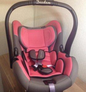 Автомобильное кресло 0+