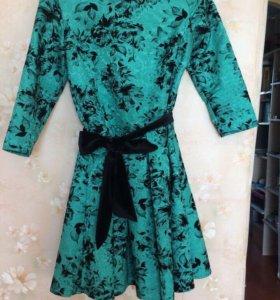 Зеленое платье с пояском