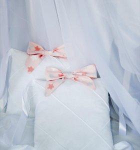 Бортики в кроватку «бело-розовые»