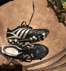Футбольные шипованные бутсы