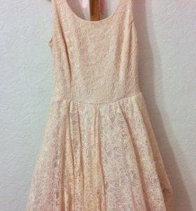 Короткое кружевное платье розового цвета размер XS