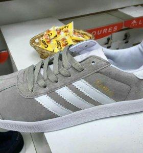 Новые кроссовки adidas размер 44,46
