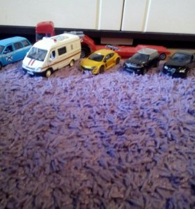 Модельки машин.