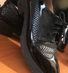 Полуботинки,школьные туфли.