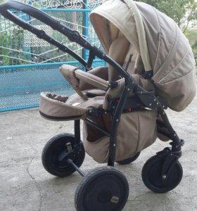 Детская коляска и кроватка, стул для кормления