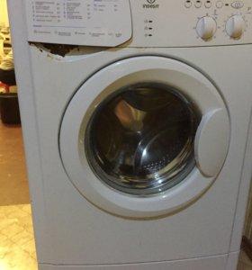 Машинка стиральная Indesit