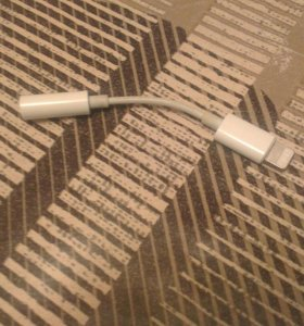 Оригинальный переходник с lightning на 3.5mm