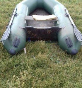 Лодка надувная.