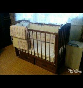 Детская кроватка (матрас, бортики в комплекте)