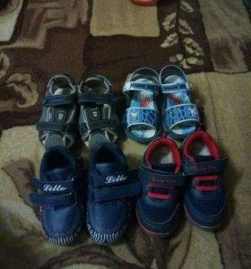 Кросовки и босоножки детские 21-22 размер