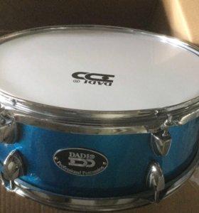 Малый барабан, новый.Синий, белый и красный цвета.