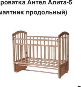 Детская кроватка и матрасик