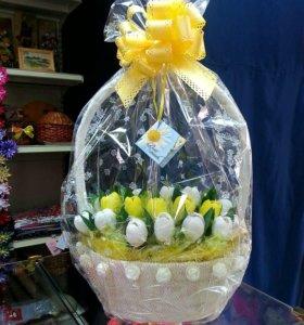 Корзины из конфет и цветов