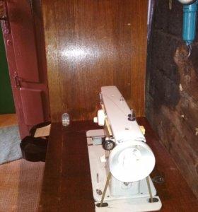Машинка швейная ножная