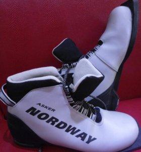 Лыжные ботинки 42 р.