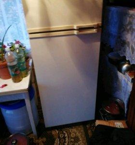 Морозильная камера - холодильник, в хорошем состоя