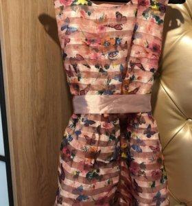 Платье розовое с бабочками