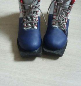 Ботинки для беговых лыж. Новые.