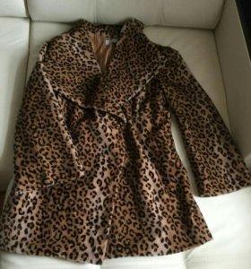 Пальто очень мягкое и красивое,имеется пояс
