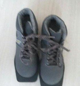 Ботинки для беговых лыж.
