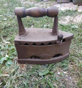 Утюг на углях антиквариат.