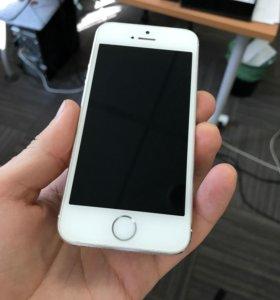 iPhone 5s 16GB Silver [Отличный]
