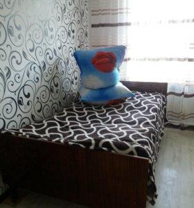 Кровать вместе с матрасами ширина 120см