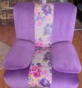 два кресла со съёмными подлокотниками