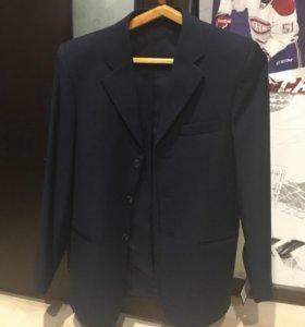 Продаётся школьный пиджак.