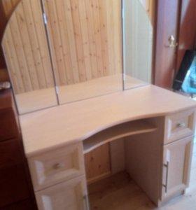 новый дамский туалетный столик с зеркалом