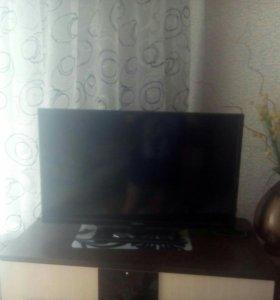 Телевизор на запчасти с пультом.