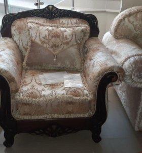Кресло с декором