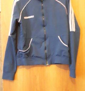 Спортивная синяя кофта.