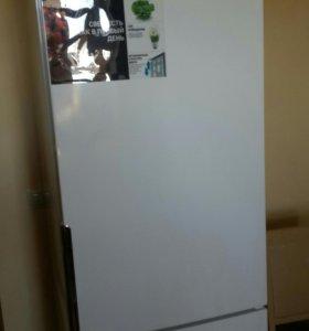Холодильник Hotpoint Ariston HF 4200 W