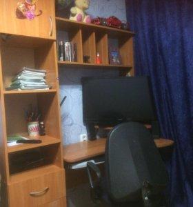 Угловой компьютерный стол и стул