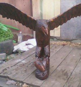 Статуя орёл.
