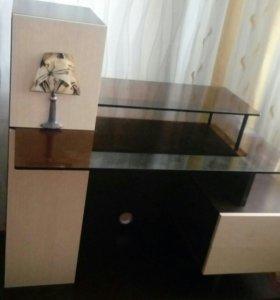 Стол компьтерный со стеклянной столешницей