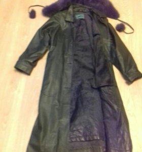 Кожанное демисезонное пальто утепленное с капюшоно