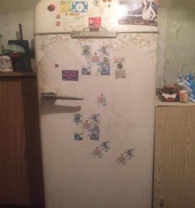 Антиквариат холодильник