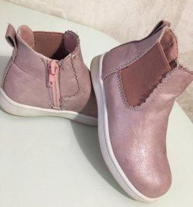 Продат детские ботинки