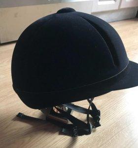 Шлем для верховой езды.