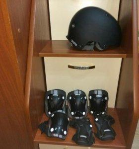 Шлем и набор защиты.