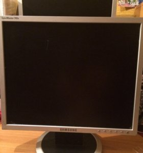 Монитор Samsung 740N.