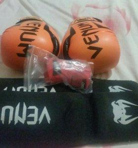 Боксерские перчатки, щитки, бинты