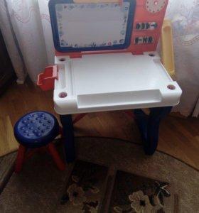 Столик для игры и рисования.
