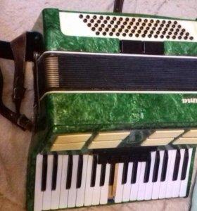Продаётся аккордеон и гитара.