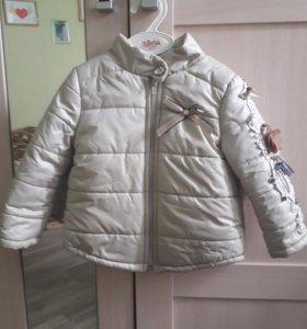 Продам осеннюю курточку на девочку