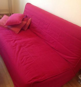 Диван-кровать и 4 подушки