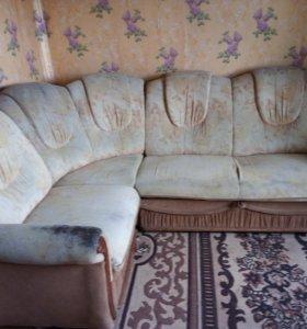 Угловой диван и кухонный уголок