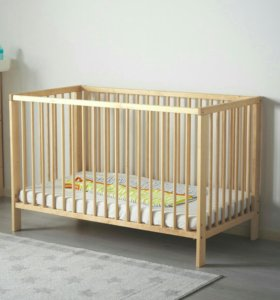 кроватка и в подарок музыкальный  шезлонг